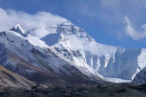 Everestā ir ap 200 cilvēku... Autors: twist 10 interesenti WTFakti