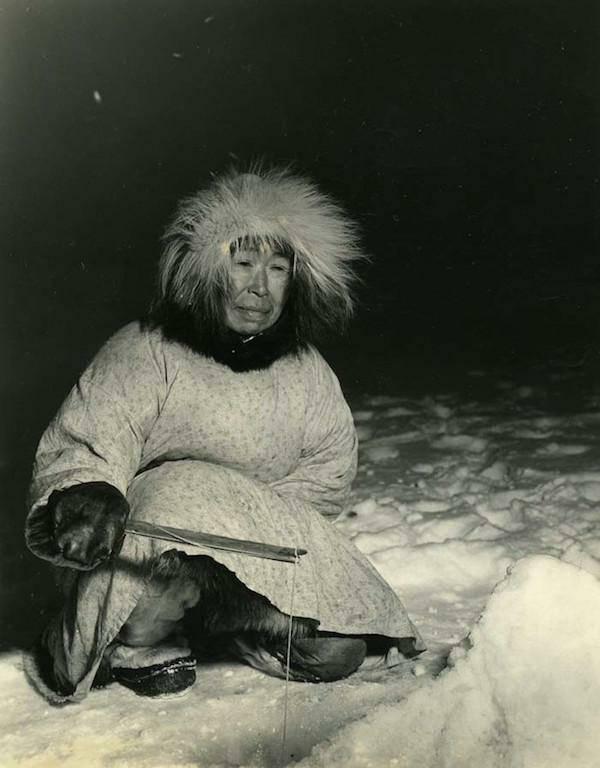Inuītu  eskimosu mātes mēdz ar... Autors: twist 10 interesenti WTFakti