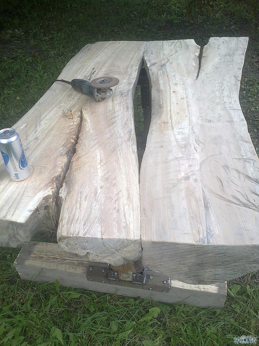 Vēl nedzudz papucēju galda... Autors: KOMANDI3RIS Žāklītis par āra galdu.