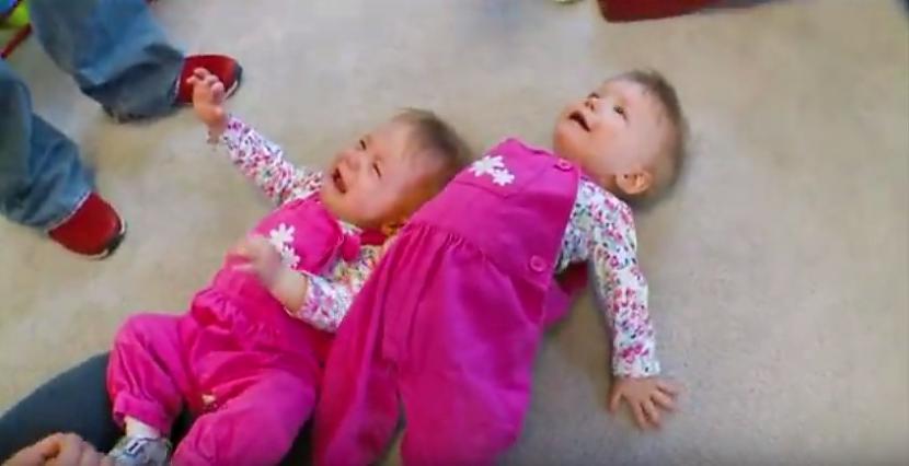 Tagad mazulītes ir... Autors: zeminem Kad viņi nāca pasaulē, ārsti neticēja savām acīm! Paskatieties uz viņu rociņām!