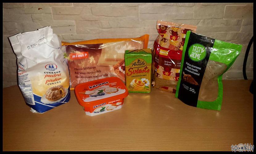 Maizītēm kārtainā mīkla... Autors: Eguciiiite Kanēļmaizītes krēmsiera glazūrā