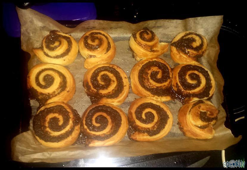 Kas par smaržu  maizītes... Autors: Eguciiiite Kanēļmaizītes krēmsiera glazūrā