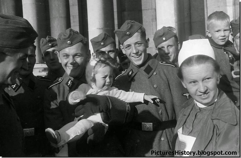 Attēlā redzami karavīri no... Autors: DamnRiga Retas vēsturiskas fotogrāfijas. Pirmā daļa.