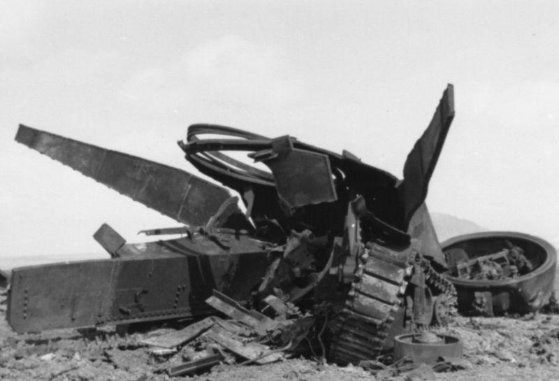 Vēl daži attēli ar... Autors: DamnRiga WWII Sašauti amerikāņu tanki