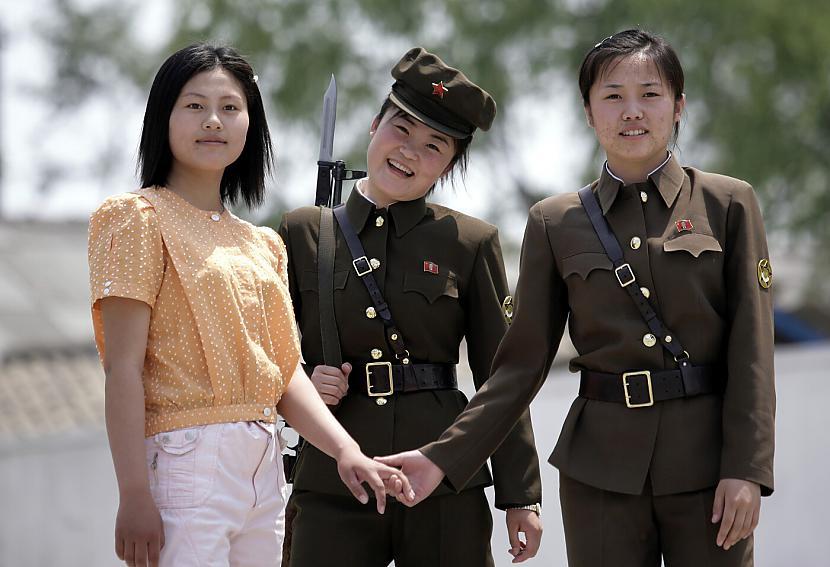 4 Cilvēku tirdzniecība... Autors: WhatDoesTheFoxSay Patiesība par Ziemeļkoreju ?