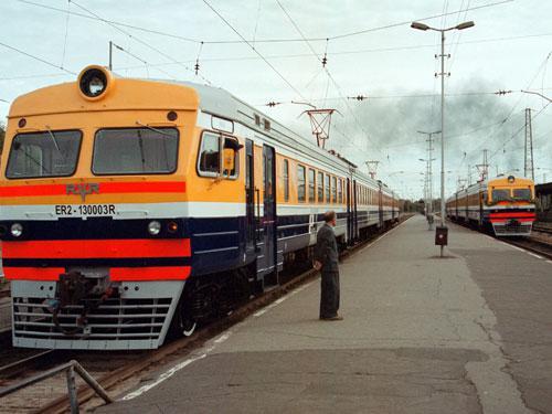 Autors: xDrive_Unlimited Latvieši uzjautrinās uz braucošu vilcienu jumtiem !