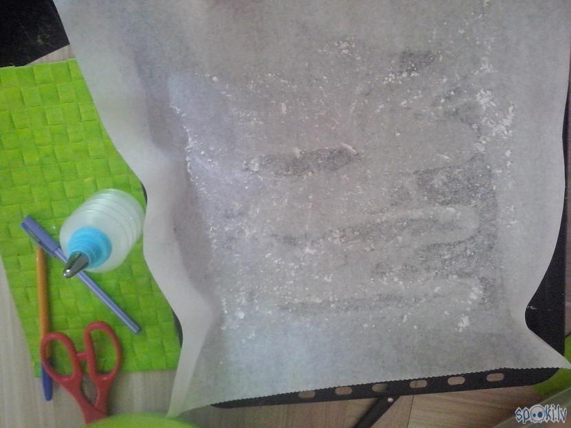 Ņemam cepampannu pārkaisam ar... Autors: Soul Eater Uz mēles kūstošie bezē cepumi.
