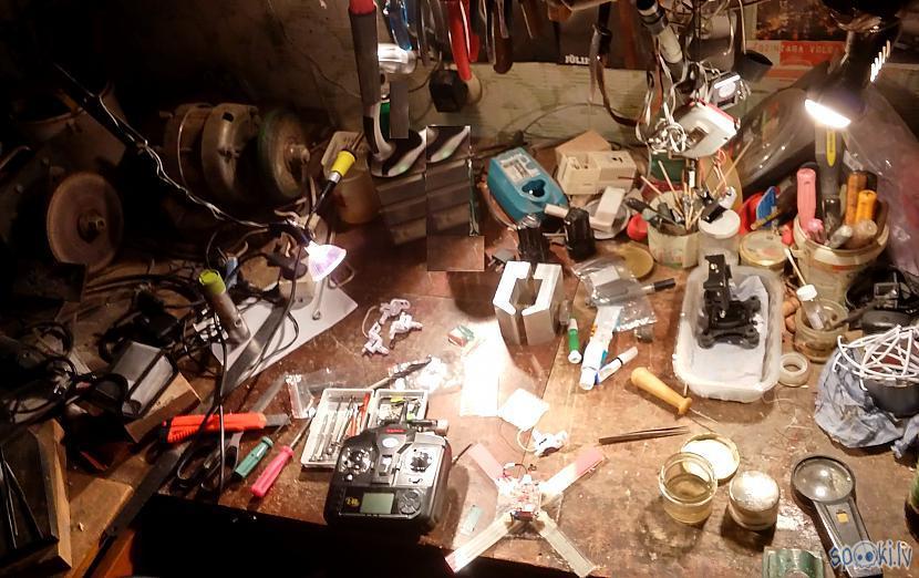 Darba duna Autors: SalvatoreMundi Pašsalikts kvadkopteris (meklēšanai portālā: drons, quadcopter)