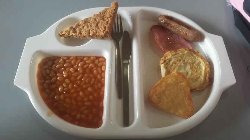 PirmdienaPusdzienās klasiskās... Autors: Fosilija Manas skolas pusdienas Anglijā