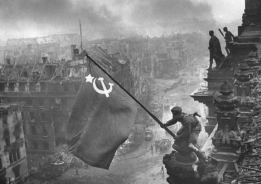 Padomju karoga pacelscaronana... Autors: Testu vecis Mazāk redzēti foto, kas šokēja pasauli