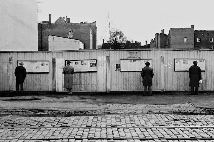 Avīžu stends Barona ielā... Autors: Fosilija 20 lietas, kuras kādreiz bijušas Rīgā