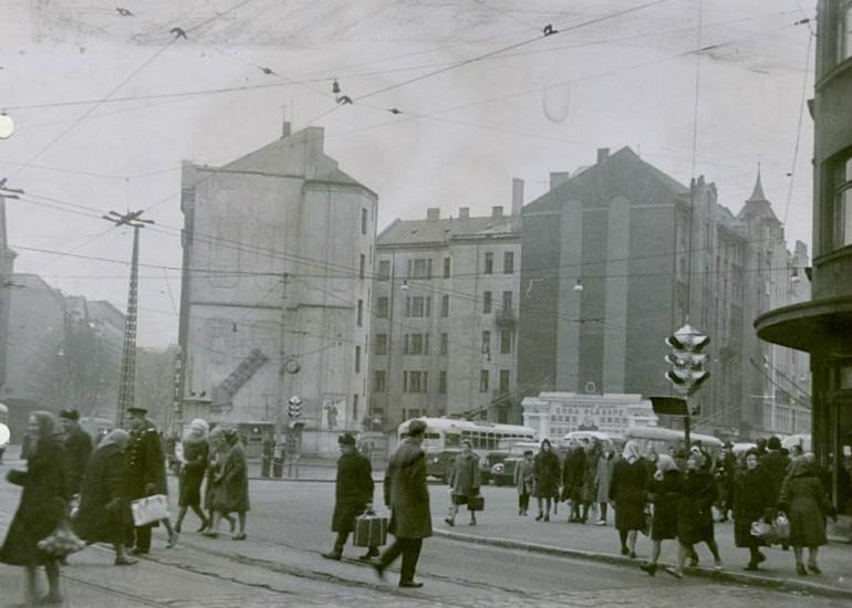 Goda plāksnesJa labi ieskatās... Autors: Fosilija 20 lietas, kuras kādreiz bijušas Rīgā