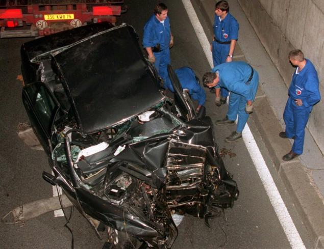 Avārija kurā bojā gāja Velsas... Autors: Testu vecis Mazāk redzēti foto, kas šokēja pasauli (3)