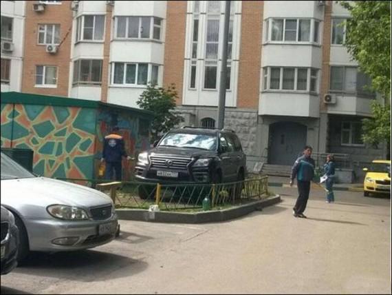 Autors: rukšukskrienam Auto atriebība tiem, kuri savus autiņus novieto, kur pagadās.