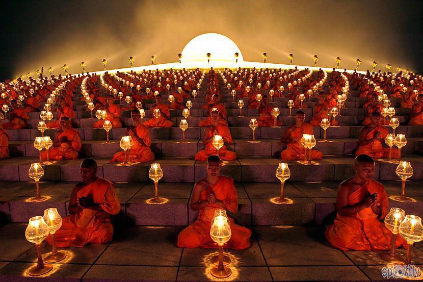 Ķīnā galvenā reliģija ir... Autors: Viens Zeks Kā es braucu uz Pekinu, krievus mainīt.