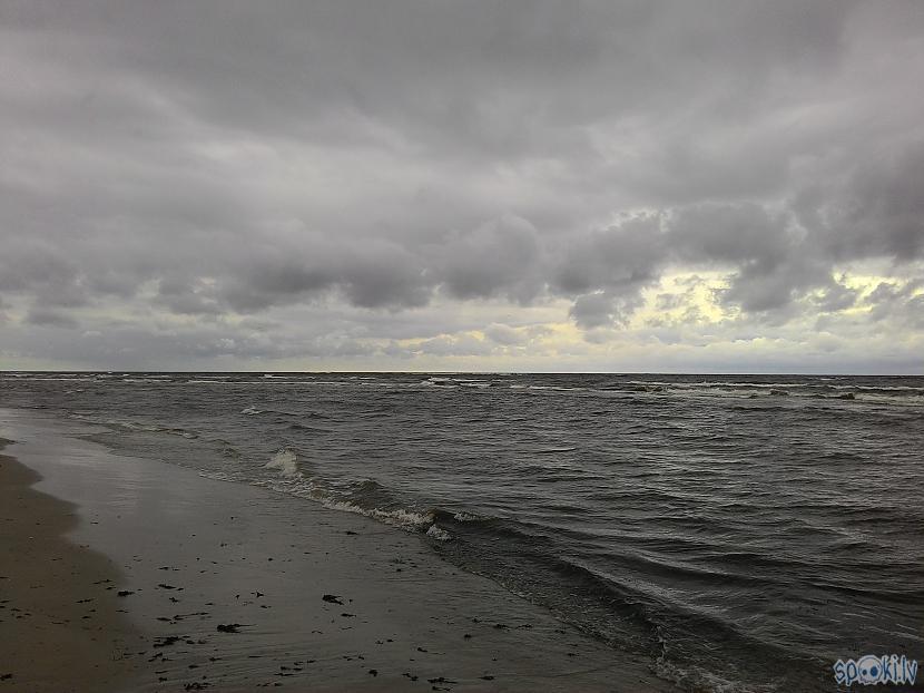 Autors: Kolch Šodien jūrā viļņi.