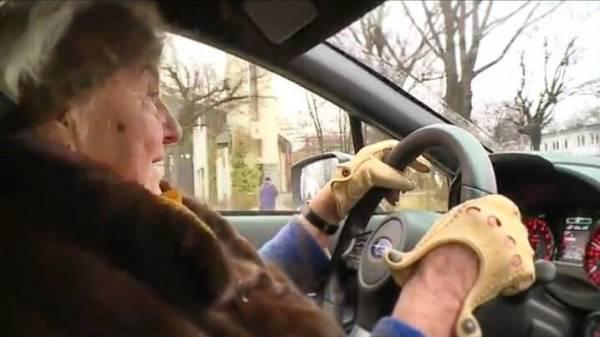 Kopumā Mihalina ir ļoti... Autors: nauruto Polijā 81 gadus vecā sieviete iegādājas jaunu Subaru ar 300 ZS!