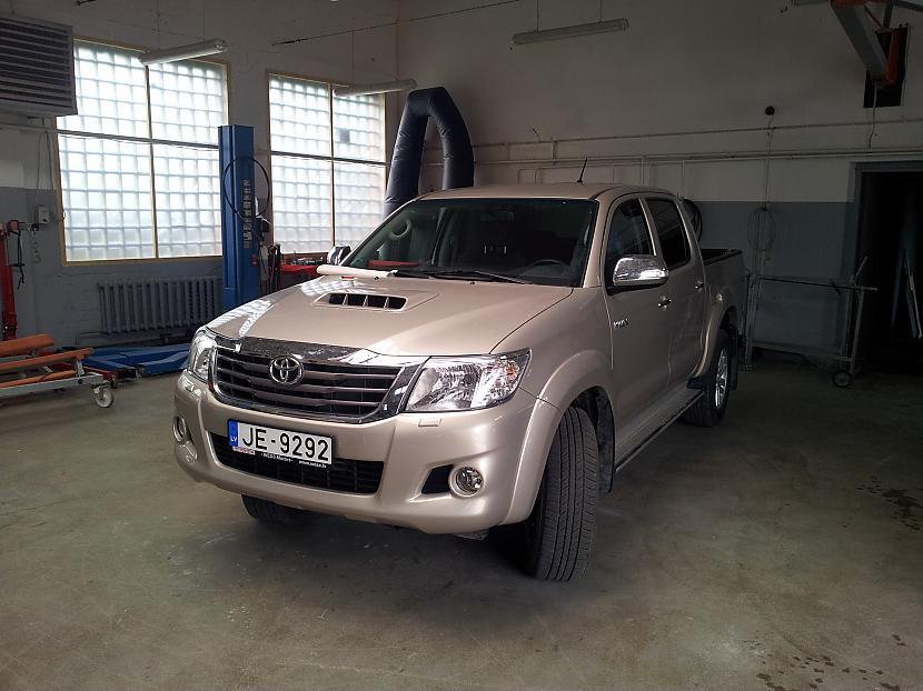 Autors: LosAngeles Toyota Hilux atjaunošana pēc avārijas.