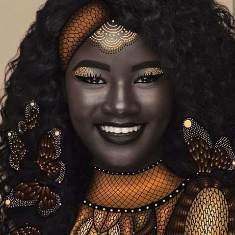 Autors: tebijuess Meitene ar neparastu ādas krāsu.