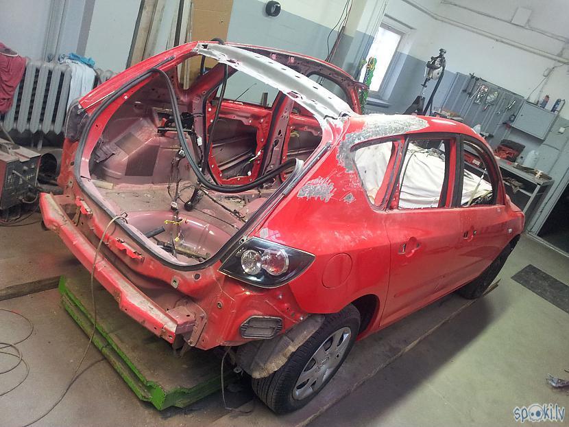 Autors: LosAngeles Mazda 3 pabija uz jumta