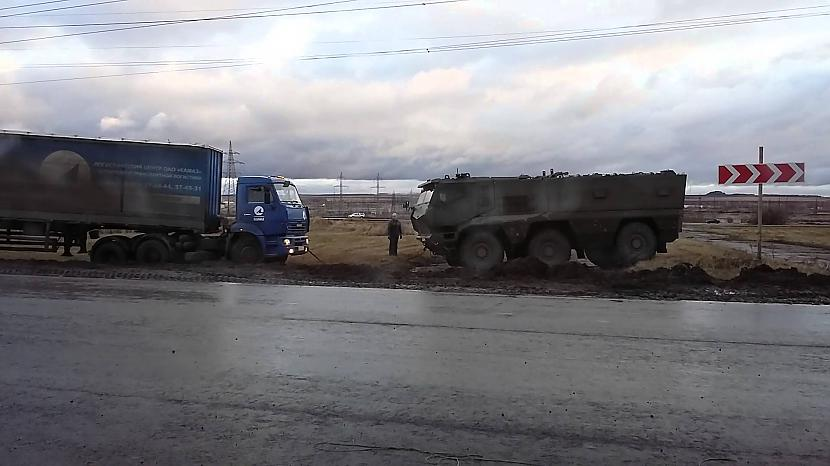 Autors: Mao Meow Skat, kā Krievija palīdz iestigušām kravas mašīnām!