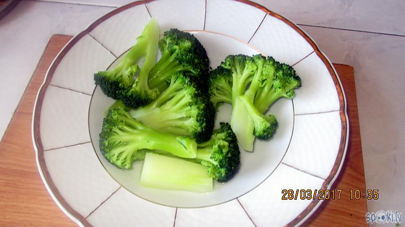 Izņemu brokoļus scaronķīvī Autors: rasiks Garšīgs ēdiens atslodzei