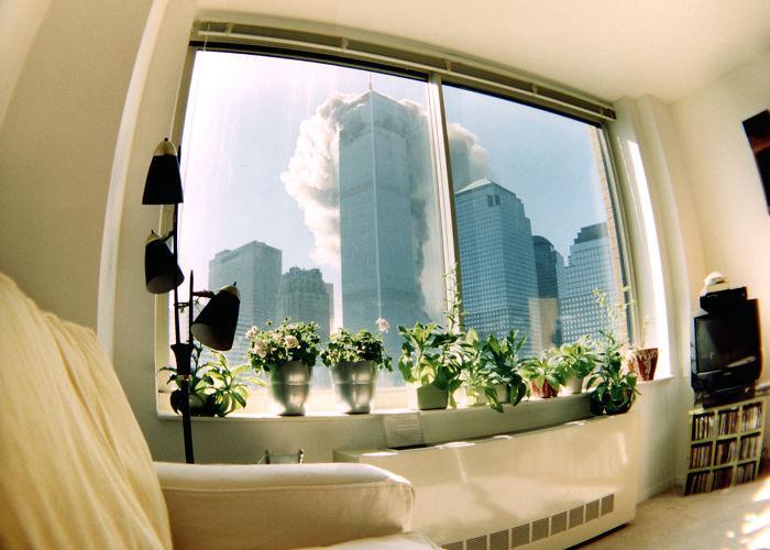 Redzams skats no kāda dzīvokļa... Autors: slepkavnieciskais Īpaši 9/11 attēli, kurus, iespējams, nebūsi redzējis.