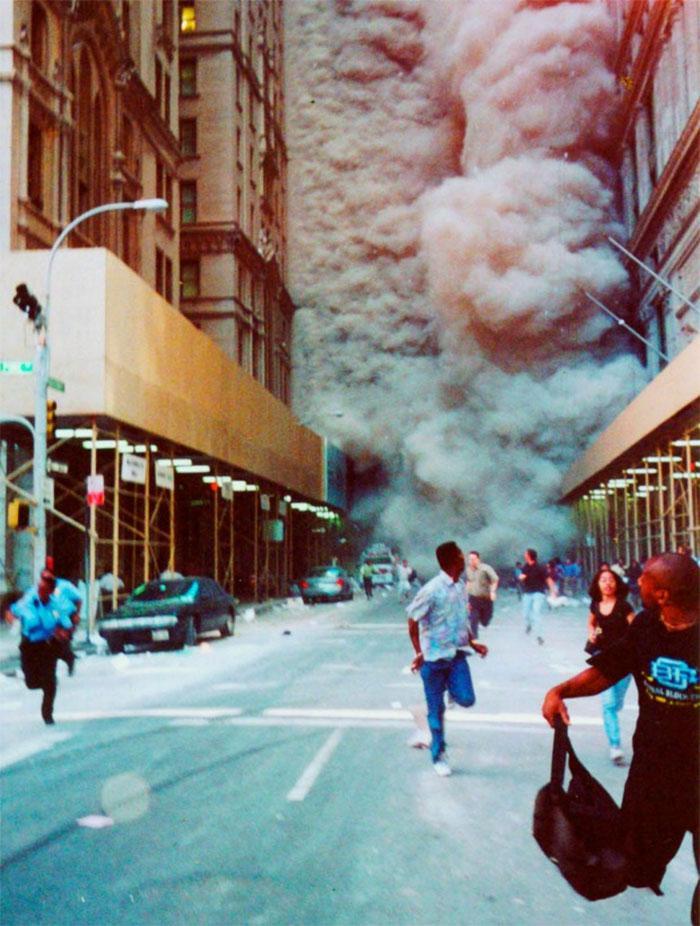 Cilvēki pēc iespējas ātrāk... Autors: slepkavnieciskais Īpaši 9/11 attēli, kurus, iespējams, nebūsi redzējis.
