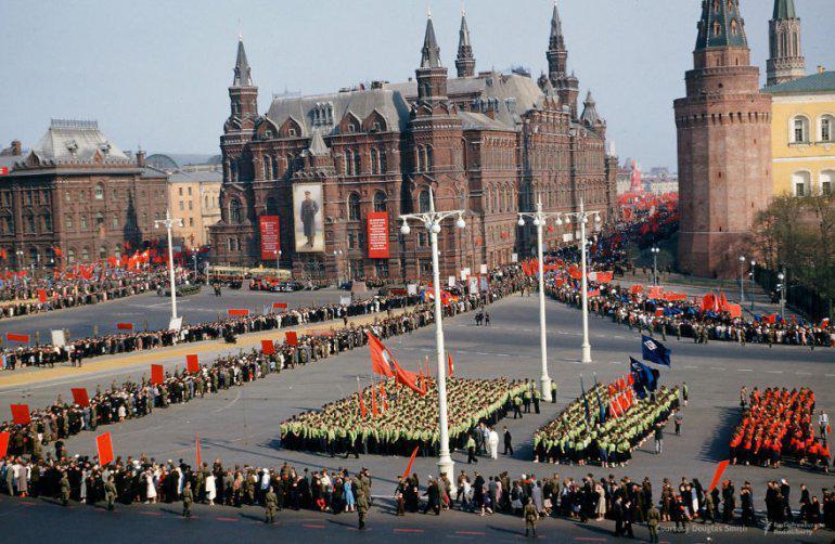 Parāde zem Maskavas... Autors: 100 A Reti redzēti kadri no Staļina ēras, kurus uzņēmis ASV spiegs!