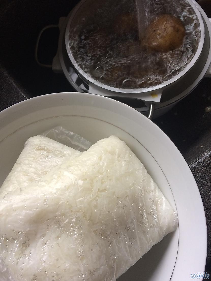 Atpūtina rīsus met pie iegūtās... Autors: Lagerta Griezējdiena salātos