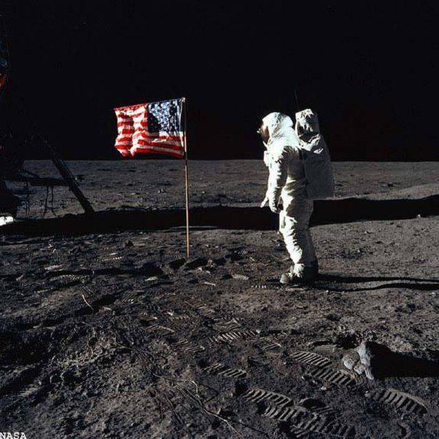 2 Nolaiscaronanās uz mēness... Autors: Mazaa.oziņa Teorijas, kas spēs šokēt arī tevi!