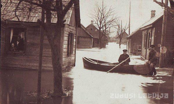Kritiska situācija izveidojās... Autors: Testu vecis Brangākie plūdi Latvijas vēsturē