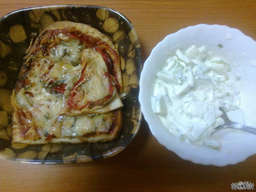 Pusdienās eZZiiC piciņu... Autors: ezkins Mama pica