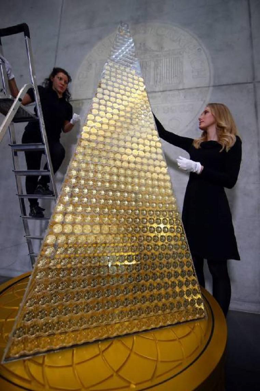 Scaronī Ziemassvētku eglīte... Autors: pyrathe Ziemassvētku eglīte par 2,3 miljoniem eur