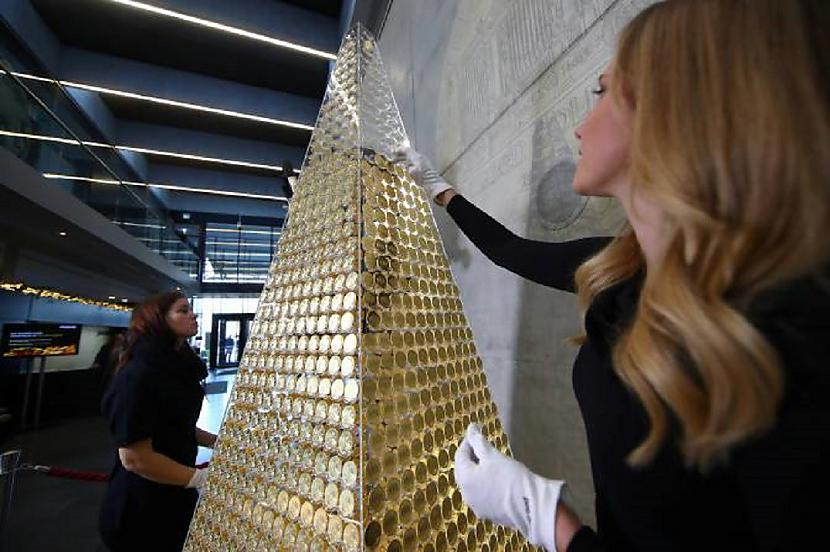 Kurscaron gan negribētu sev... Autors: pyrathe Ziemassvētku eglīte par 2,3 miljoniem eur
