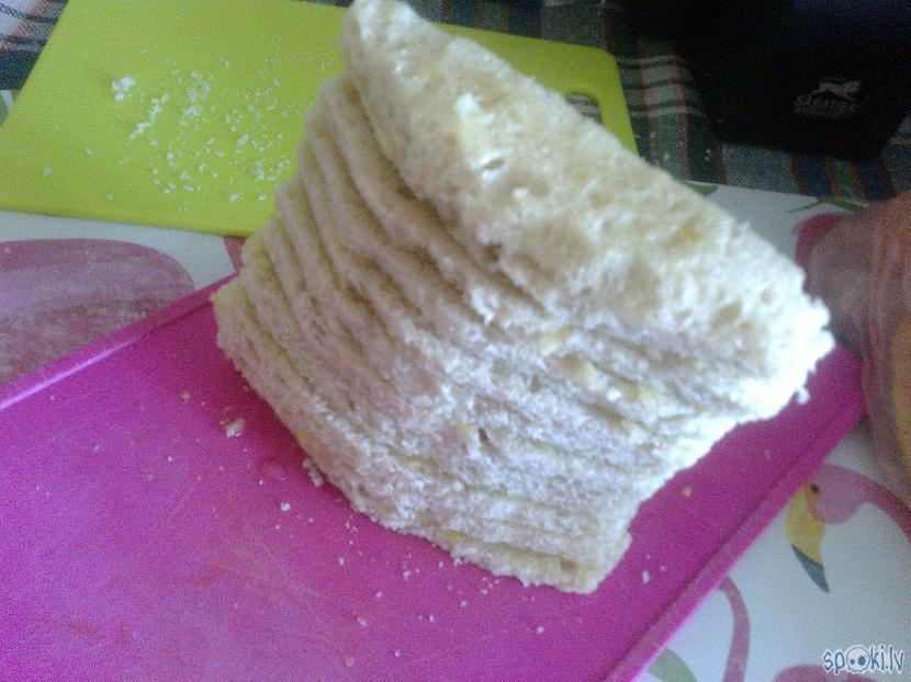 Sasmērēto maizīti sakrāmēja... Autors: ezkins Aizdodiet kāds džemperi!