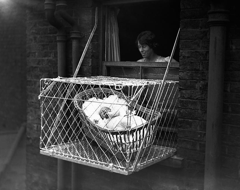 Bērnu būri mājokļa ārpusēAp... Autors: The Diāna 10 mūsdienās bīstamas lietas, kas dažus gadus atpakaļ bija pilnīgi normālas
