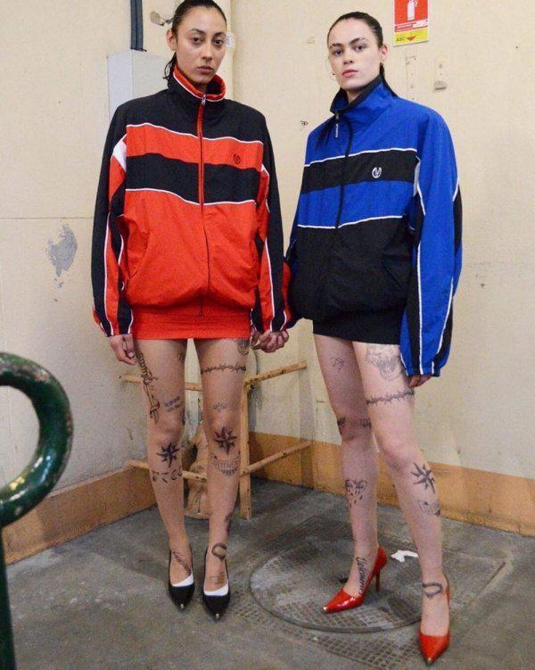 Autors: Fosilija Jauna modes tendence meitenēm - zeķubikses ar cietuma tetovējumiem