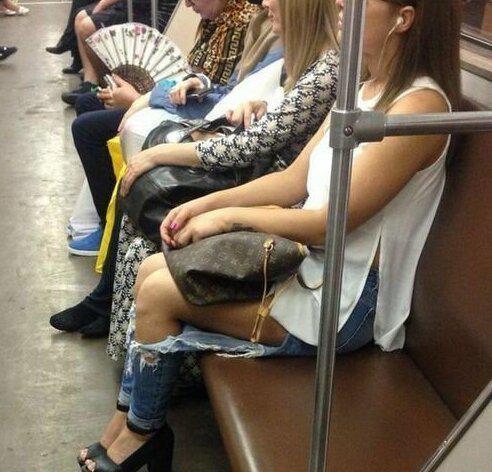 Jo lielāks caurums džinsos jo... Autors: Puišelis69 Džinsi, meitenes, mode - trīs vārdi, kas pievilina vīriešus