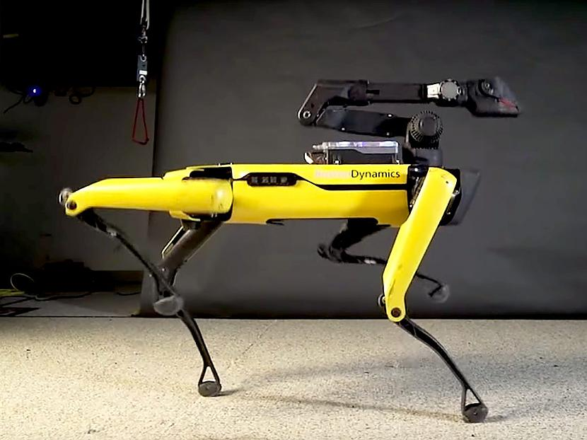 Viens scaronāds sunītis tiks... Autors: spoks0 Boston Dynamics vs. Black Mirror: Metalhead. Sargājiet no bērniem! ;)