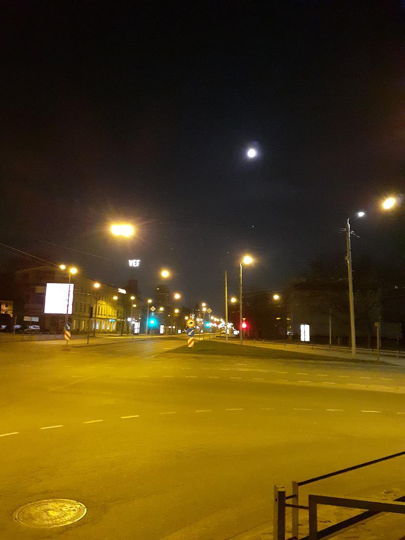 Apmēram pusstundu vēlāk virs... Autors: Drakonvīrs Pilnmēness plkst 4 - 4.30, un saullēkts...