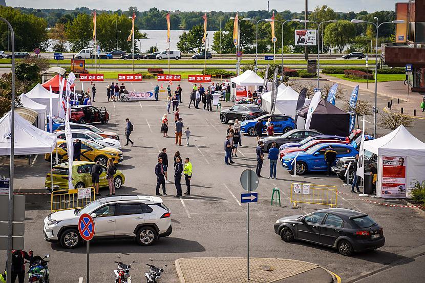 """Autors: iAutoLV Mototriku paraugdemonstrējumi """"Latvijas Gada auto testa dienā Molā"""""""
