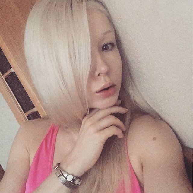 """Fotoattēlos bez kosmētikas... Autors: Fosilija Vai atceraties šo """"Odesas bārbiju""""? Tā viņa izskatās bez kosmētikas"""