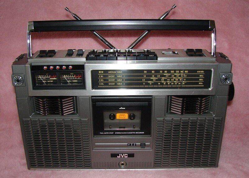Pēc kara rūpnīcas darbinieki... Autors: Fosilija Kāpēc JVC radioaparāti netika pārdoti Japānā