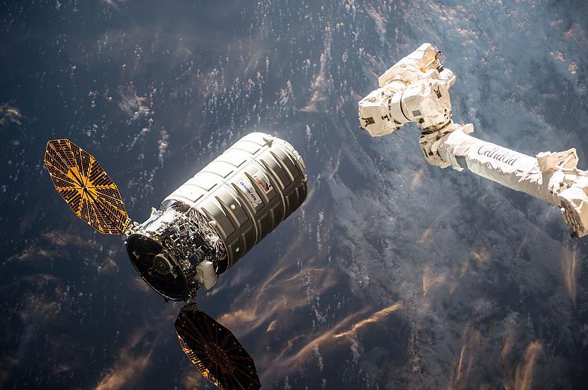 Autors: Spoku Joks Tīšs UGUNSGRĒKS kosmosa kuģī