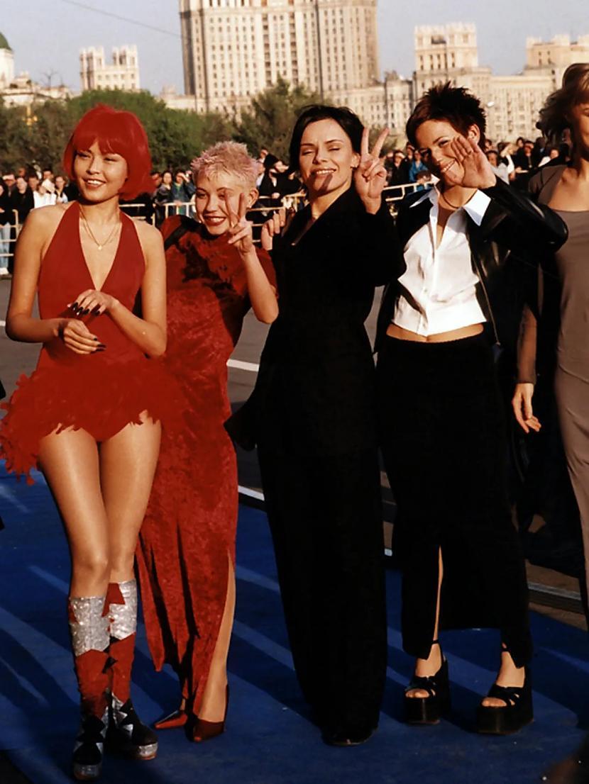 laquoraquo   modernas... Autors: Zibenzellis69 Kā Krievijas slavenības tērpās 20. gadsimta 90. gados (18 fotogrāfijas)
