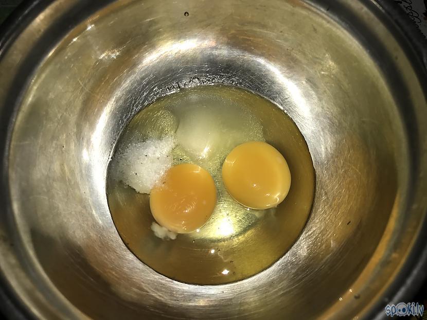 Divas brīvo vistu olas sāls un... Autors: ezkins Apaļš kā saulīte, plāns kā mežģīne