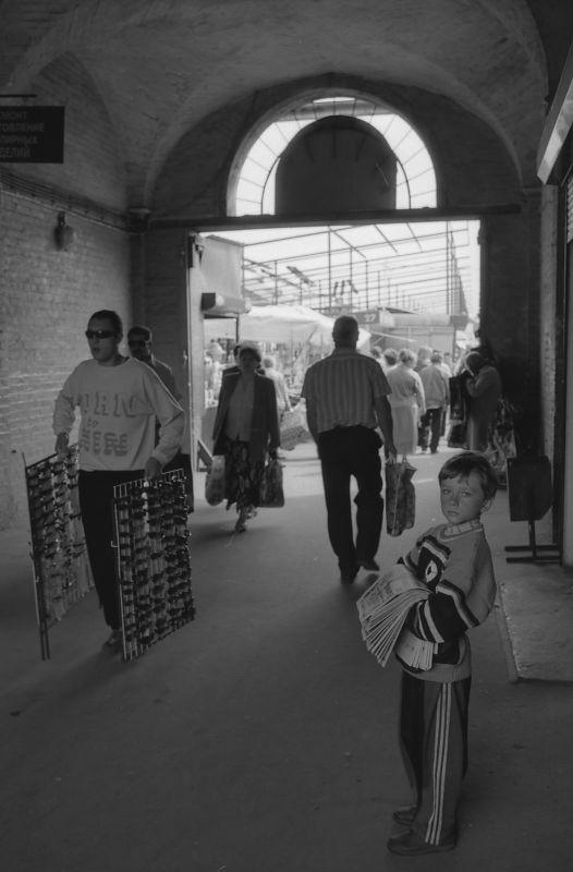 Zēni varēja tirgot avīzes lai... Autors: Lestets Kā tas bija: 90-tie gadi Krievijā