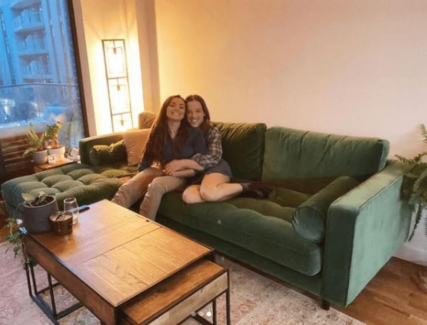 quotFotosesija ar jauno dīvānu... Autors: matilde Prātu mežģoša optiskā ilūzija - kuras ir vīrieša īstās kājas?