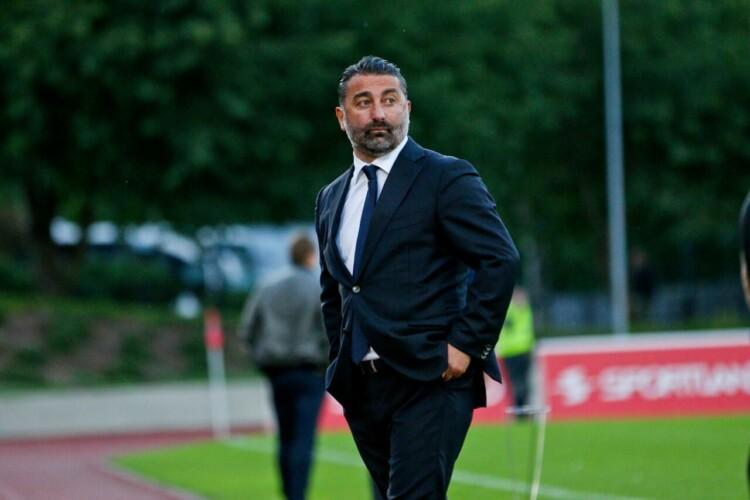 Autors: Atis 3 Pēc uzvarētas spēles pamatīgi tiek nobiedēts Valmieras komandas treneris